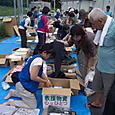 仮設住宅で物資の提供